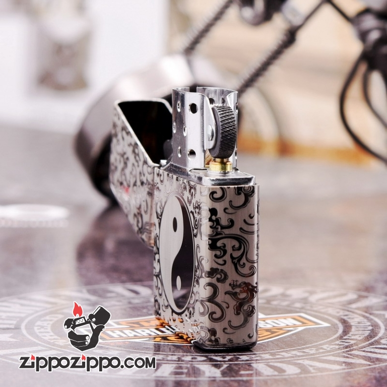 Zippo 150  Đen Bóng Khắc Hình Bát Quái Âm Dương