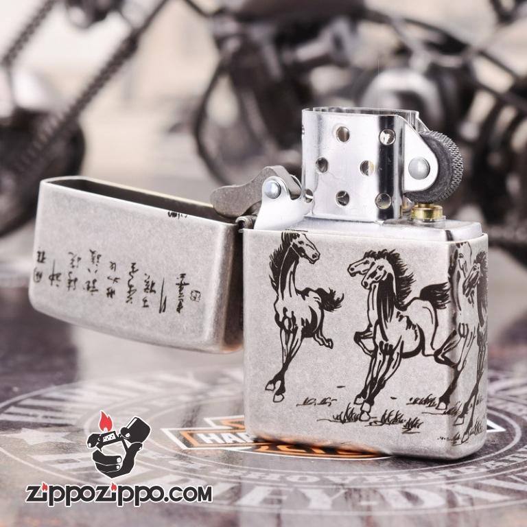 Bật Lửa Zippo 121FB Bạc Cổ Chạm KHắc Hình Song Mã