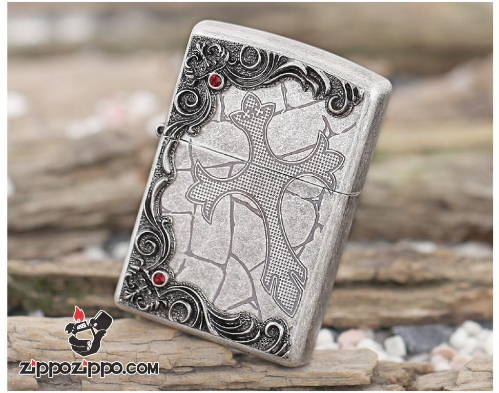 Bật lửa bạc cổ khắc hình thánh giá thêm họa tiết nổi