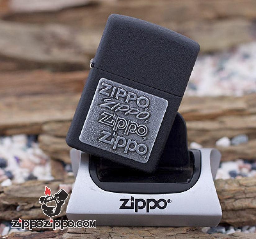 Bật lửa Zippo sơn mài đen khắc huy chương Zippo