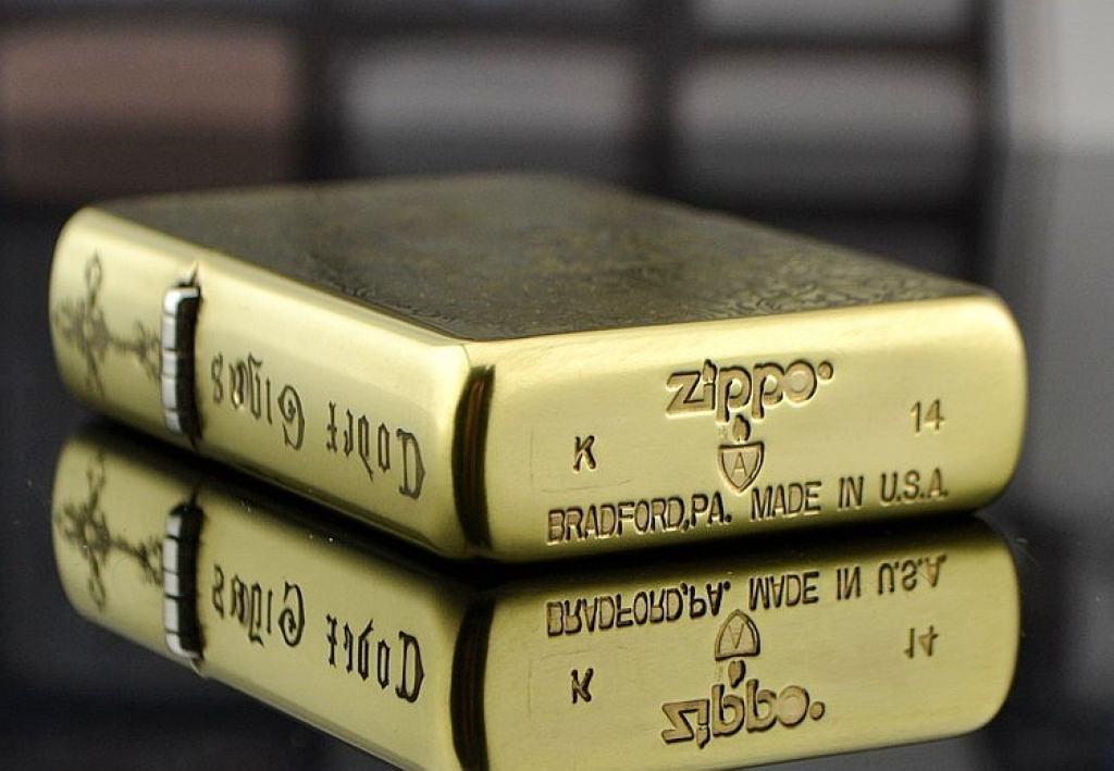 Bật lửa Zippo phiên bản khắc đồng Codex Gigas