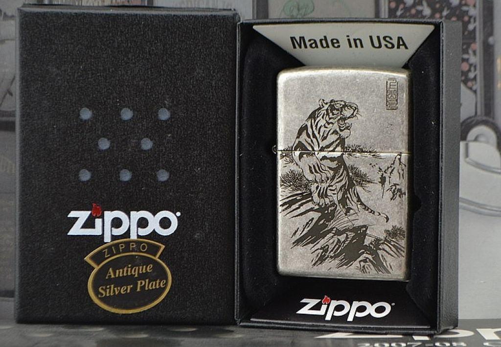Bật lửa Zippo phiên bản bạc cổ khắc chúa sơn lâm