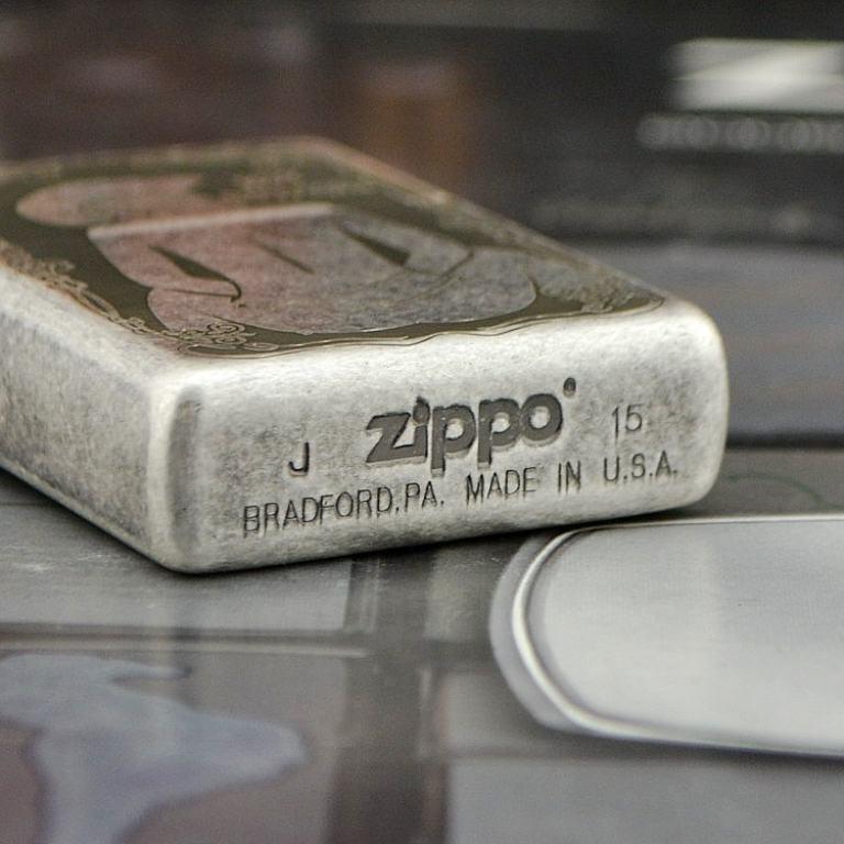 Bật lửa Zippo bạc cổ khắc Hot Cowgirl Sexy