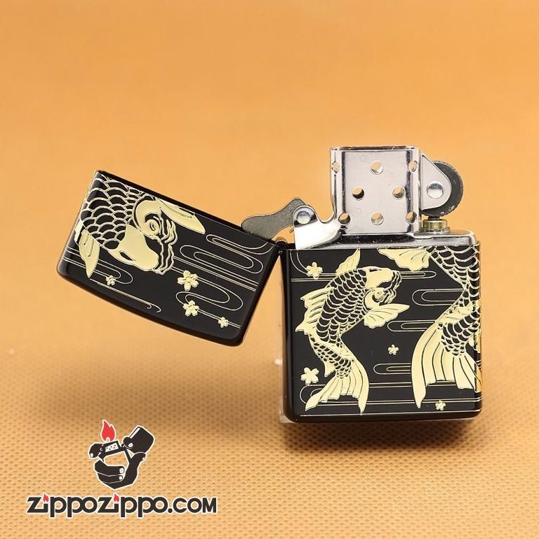 Zippo Chính Hãng Màu Đen Khắc Cặp Cá Chép Vàng Đang Bơi