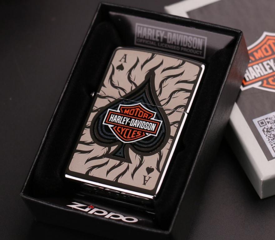 Zippo Chính Hãng Bạc In Hình Lá Bài và Logo Harley Davidson