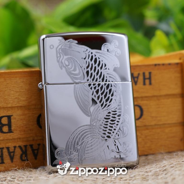 Zippo mầu bạc khắc hoa văn cá chép