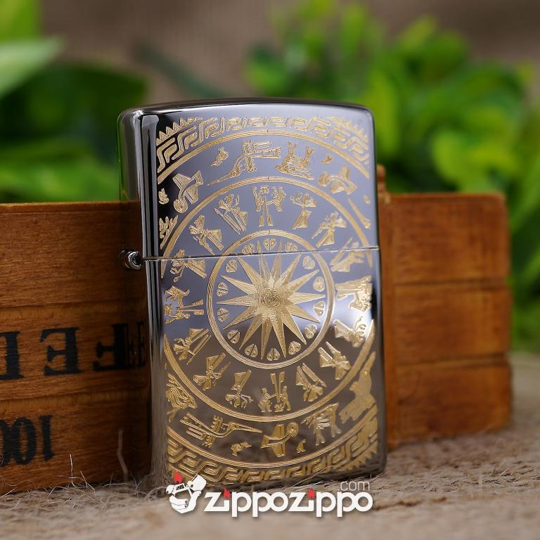 Zippo Màu Đen Bóng Khắc Hoa VĂn Trống Đồng Mạ Vàng