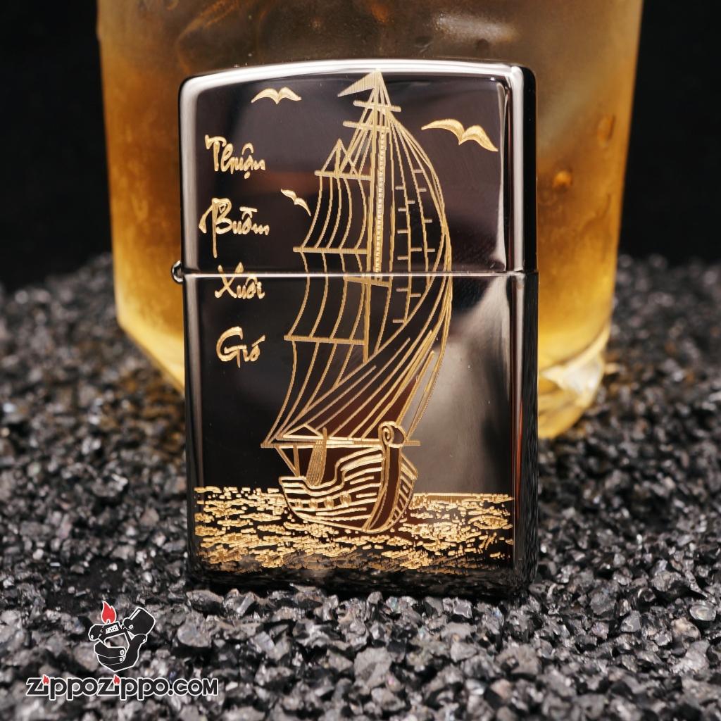 Zippo đen bóng khắc thuận buồm xuôi gió mạ vàng