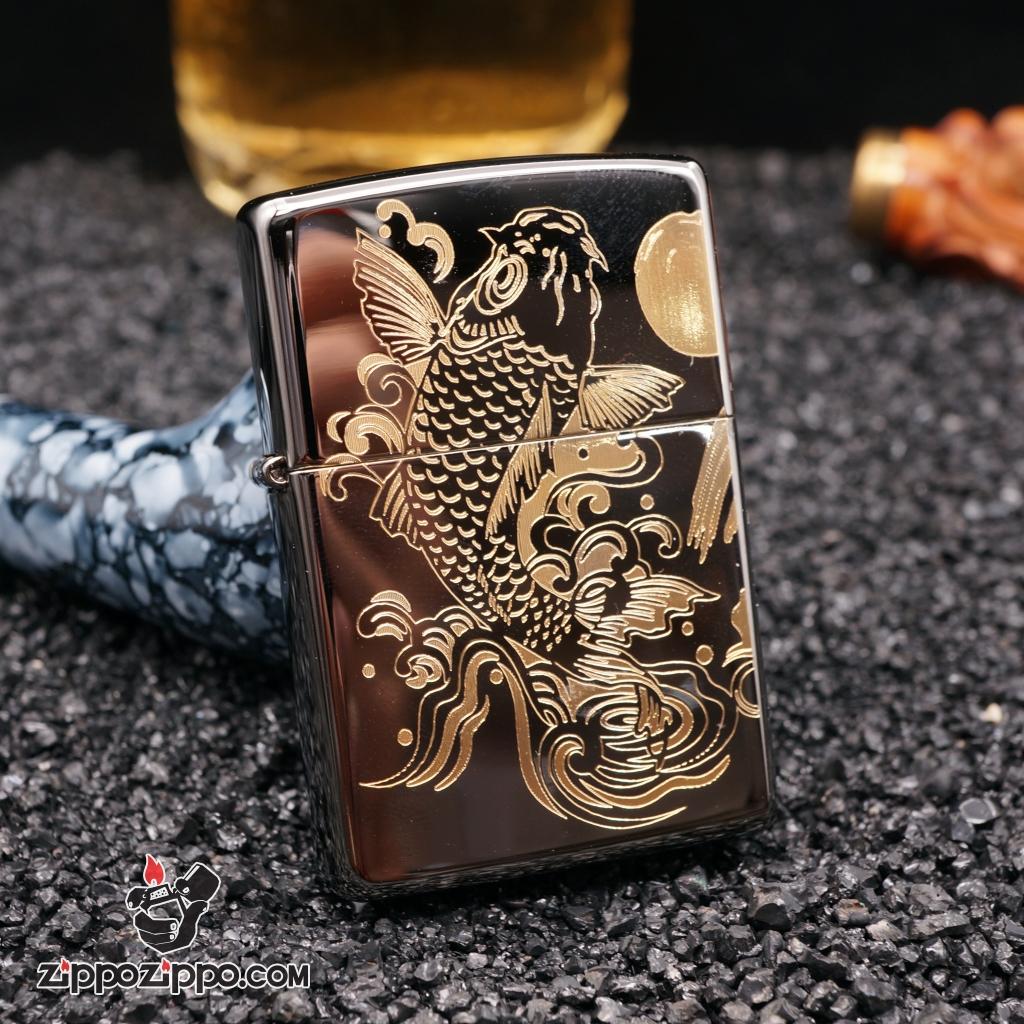 zippo đen bóng khắc cá chép hoa rồng mạ vàng