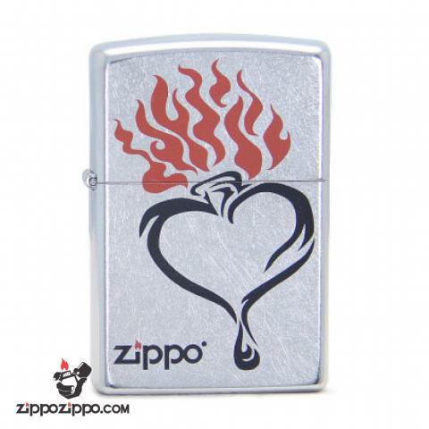 Bật lửa Zippo bạc xước in trái tim lửa