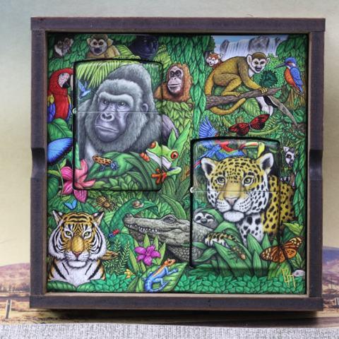 Bật Lửa Zippo 49347 kỷ niệm 25 năm bản Bí Ẩn Rừng Xanh 1995 ra đời