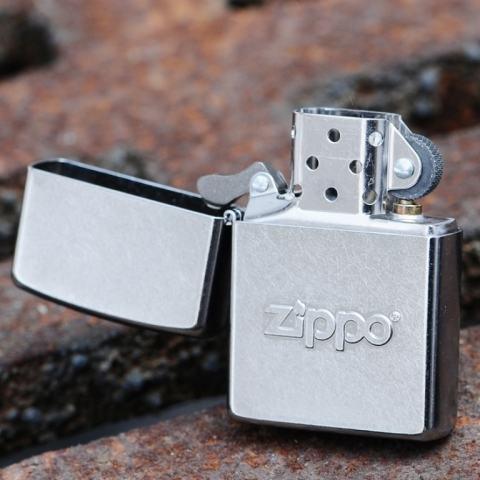 Zippo Chính Hãng Bạc Xước Dập Nổi Chữ Zippo