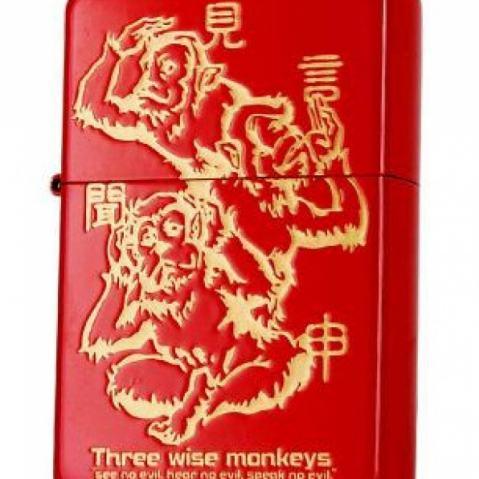 Zippo Chính Hãng Màu Đỏ Khắc Hình 3 Chú Khỉ 3 Không