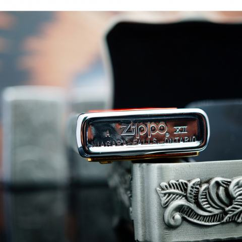 Zippo La Mã bạc bóng ốp Bò đấu và mũi tên sản xuất 1996