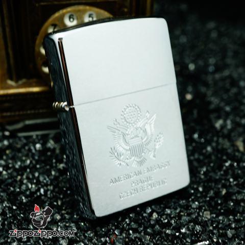 Zippo La mã bạc xước khắc biểu tượng American Embassy sản xuất năm 1998