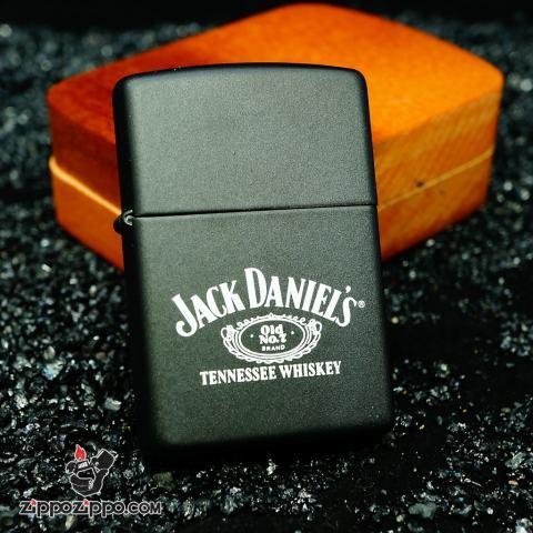 Zippo La mã màu đen khắc chữ Jack Danniel's