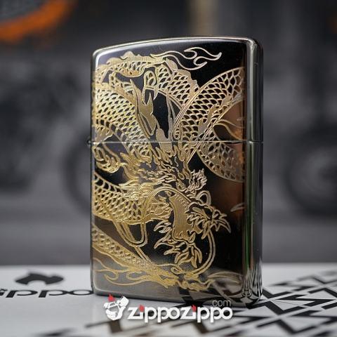 Zippo Đen Bóng KHắc Mạ Vàng khắc hình rồng quấn