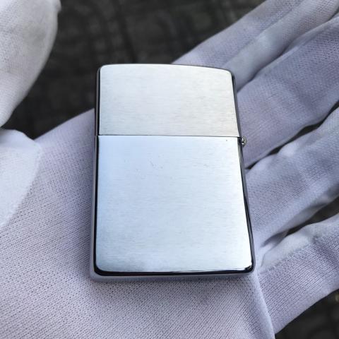 Zippo trơn màu bạc xước chu niên 1932-1992 (cái)